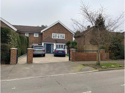 4 Bed Semi-Detached House, The Roundway, KT10