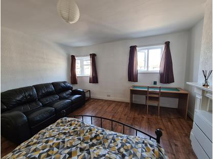 Room in a Shared House, Morden Court, SM4