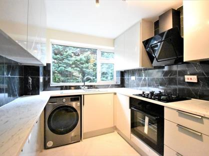 3 Bed Flat, Prince Andrew Close, SL6