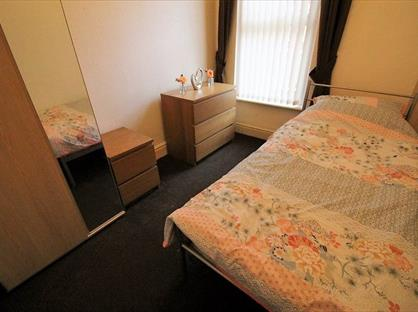 Room in a Shared House, Gladstone Road, L21