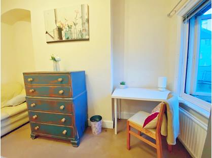 Room in a Shared House, Station Road, RH19