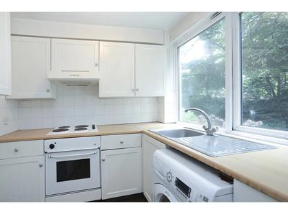 1 Bed Flat, Queenswood Gardens, E11