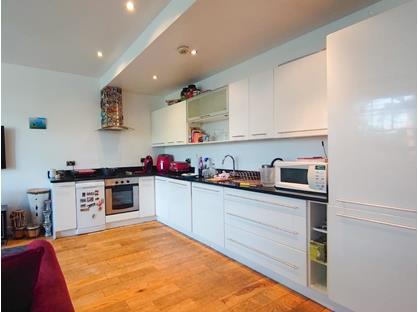 2 Bed Flat, The Broadway, IG8