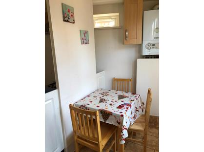 1 Bed Semi-Detached House, Walthamstow, E17