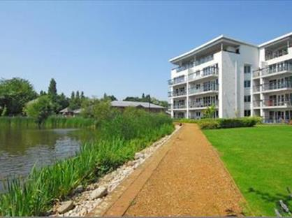 2 Bed Flat, Creswell Drive, BR3