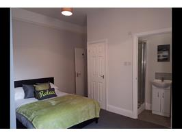 Brilliant Double Room With Built In Wardrobe (Let)
