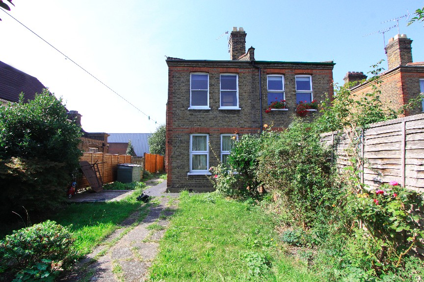 London 2 bed flat hitcham road e17 to rent now for for Chantry flats cabins rental