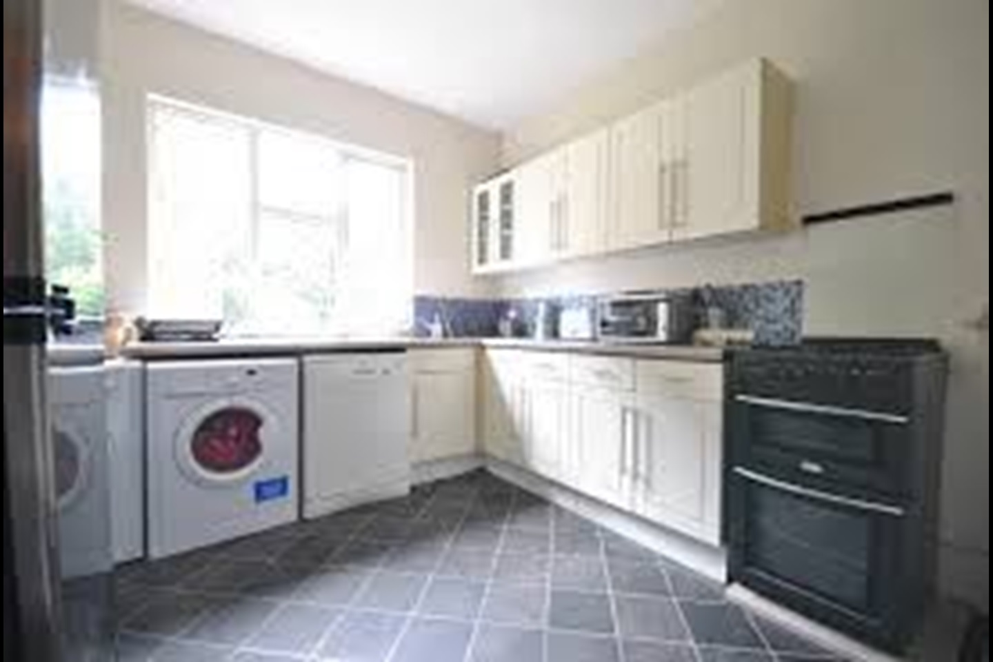 Professional Room For Rent South West London