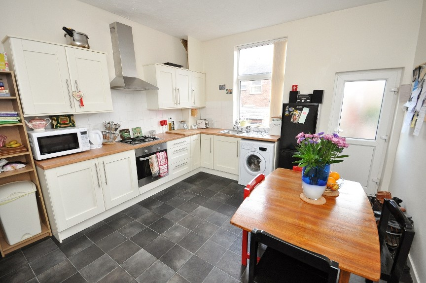 photos of small bedrooms stockport 2 bed terraced house on freemantle sk3 16645
