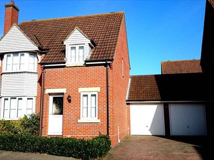 3 Bed Detached House, Cypress Court, CM6