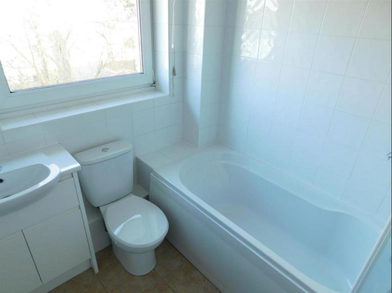 Surbiton 2 Bed Maisonette Mellish Court Kt6 To Rent