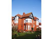 2 Bed Flat, Clifton Drive South, FY8
