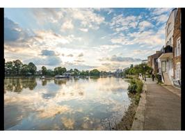 River Thames (4 Mins From Property)