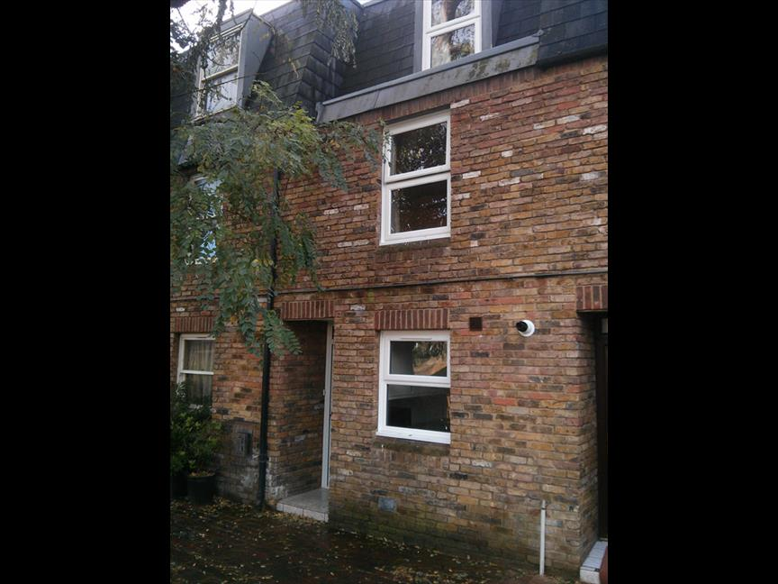 London 4 bed terraced house kingswood close sw8 to for Whats a terraced house