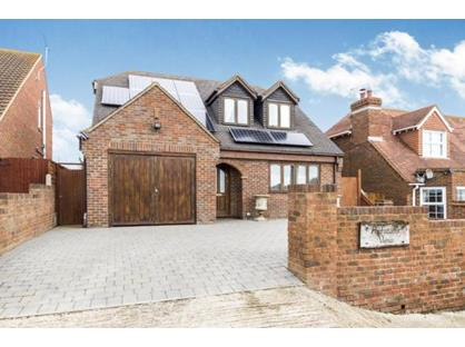 4 Bed Detached House, Cliff Drive, ME12