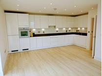 2 Bed Flat, Lakeside Drive, NW10