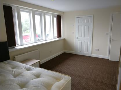 1 Bed Flat, Deighton Road, HD2