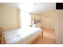 1 Bed Terraced House, Treehurst Street, E5