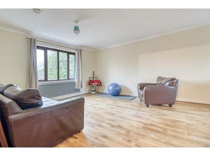 2 Bed Flat, Weybridge, KT13