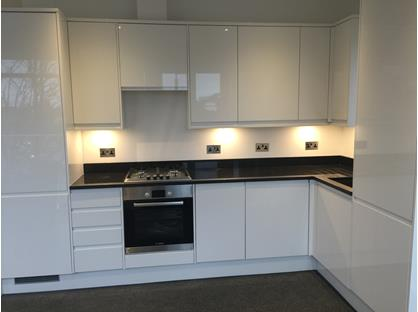 2 Bed Flat, Raynes Park Town Centre, SW20