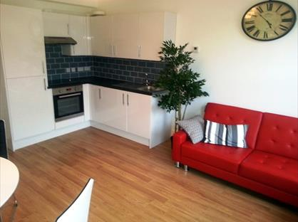 1 Bed Flat, Chestnut Road, SW20