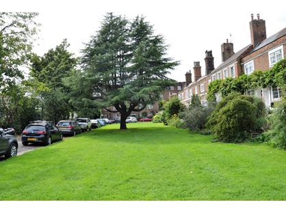 2 Bed Flat, Rosemary Gardens, SW14