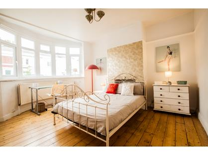 Room in a Shared Flat, Cleveland Road, KT3