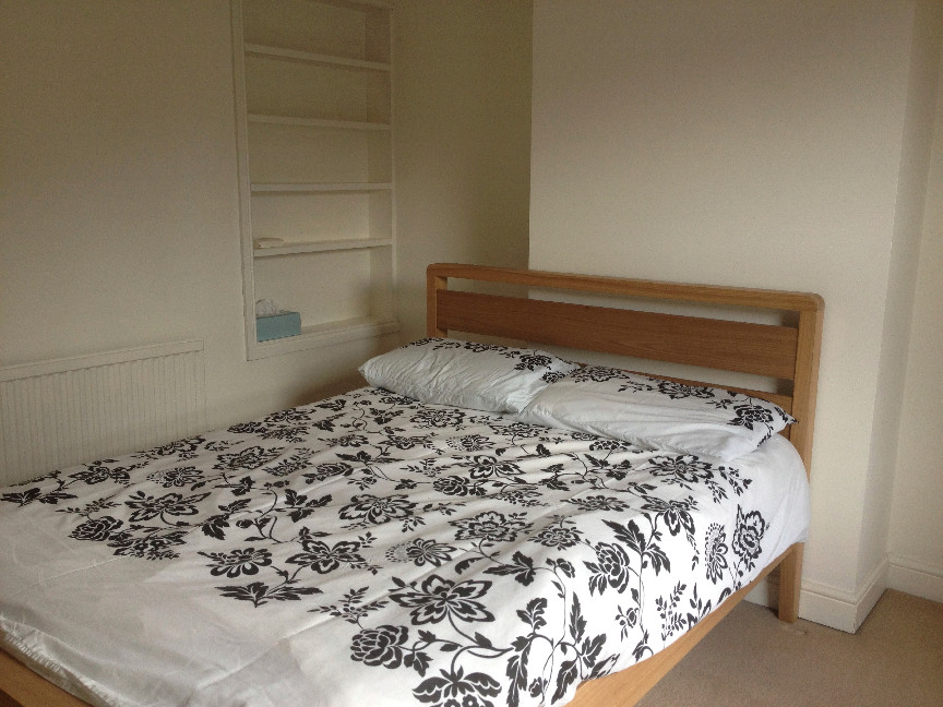 Bed Terraced House To Rent In Reading