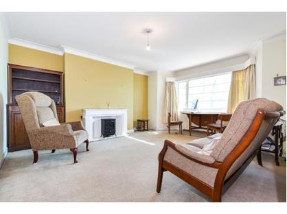 2 Bed Flat, Upper Richmond Road West, SW14