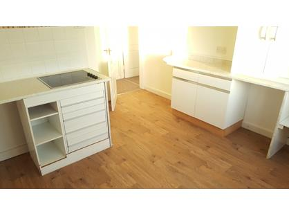 1 Bed Flat, The Cross, CH5