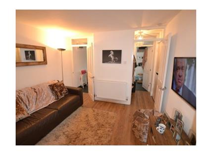 1 Bed Flat, Meadow Close, AL2