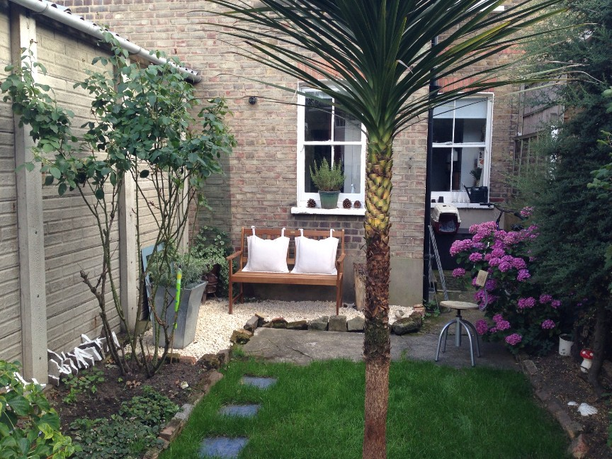 London 2 bed terraced house playfield crescent se22 for Terraced house garden ideas