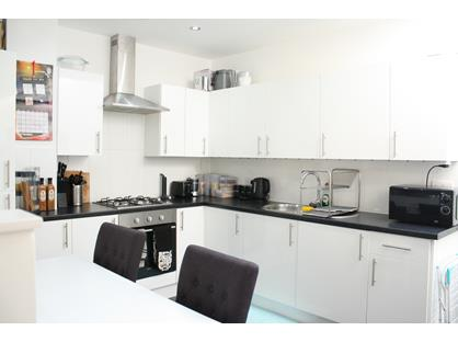 Studio Flat, High Street, GU19