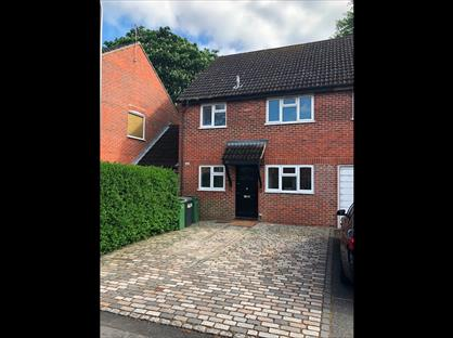 3 Bed Semi-Detached House, Lipscombe Close, RG14