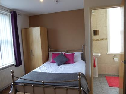 1 Bed Flat, Near University, HD4