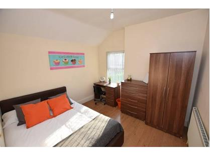 Room in a Shared House, Summer Road, B23