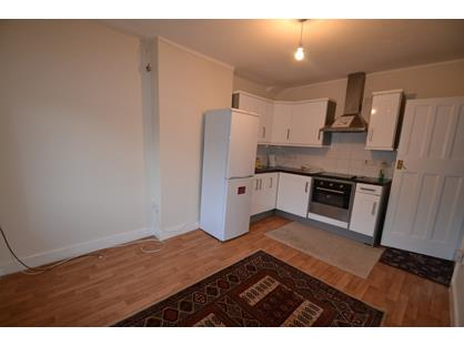 2 Bed Flat, Chase End, KT19