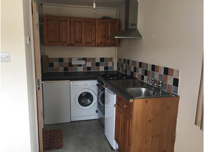 Bedsit, Upper Weybourne Lane, GU9