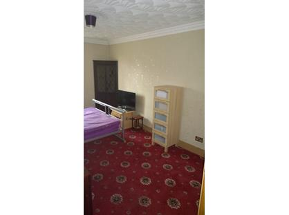 Room in a Shared House, Park Lane West 52, DY4
