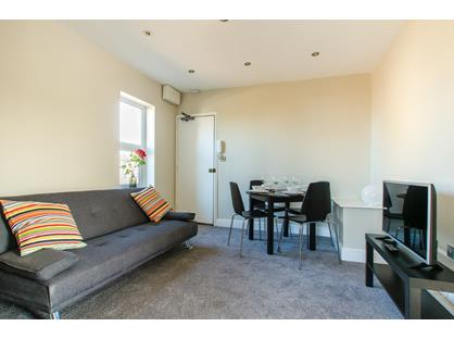 1 Bed Flat, Upper Stone Street, ME15