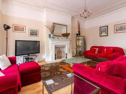 2 Bed Flat, Castle Hill Avenue, CT20