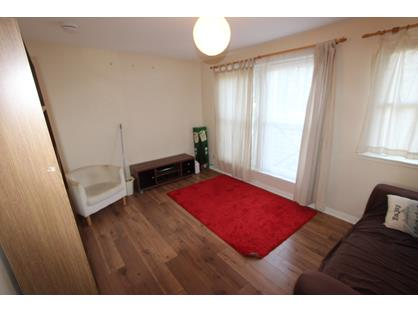 2 Bed Flat, Skibo Court, KY12