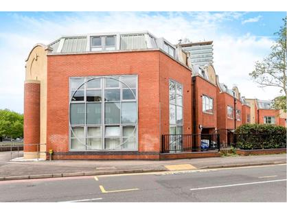 2 Bed Flat, Sundial Court, KT5