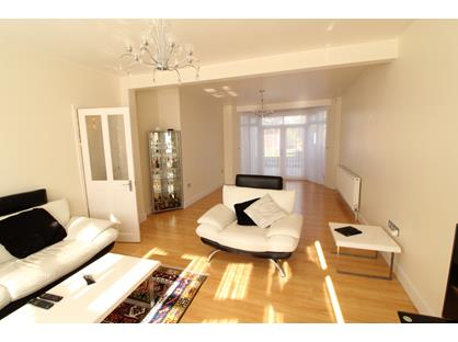 4 Bed Semi-Detached House, Belgrave Gardens, N14