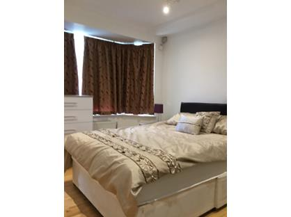 Room in a Shared House, Cottimore Avenue, KT12