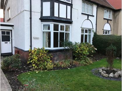 2 Bed Flat, Lower, LL30