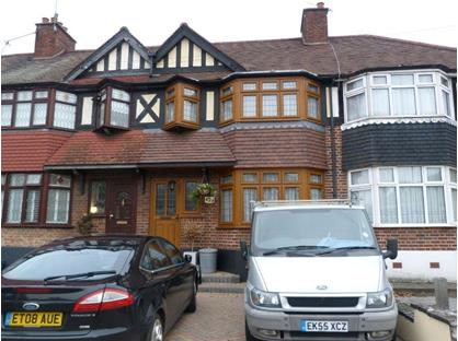 3 Bed Terraced House, Chigwell Road, IG8
