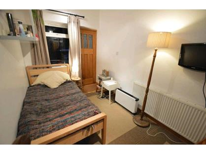 1 Bed Flat, Harthall Lane, WD4