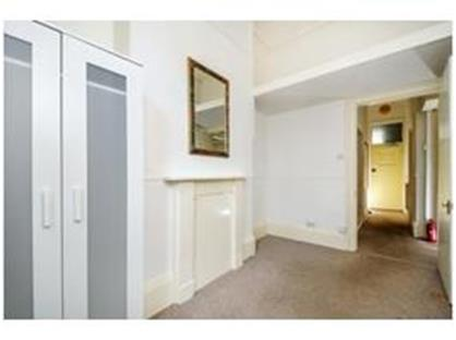 2 Bed Flat, Montague Road, TW10