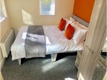 Room in a Shared House, Tower Street, S70